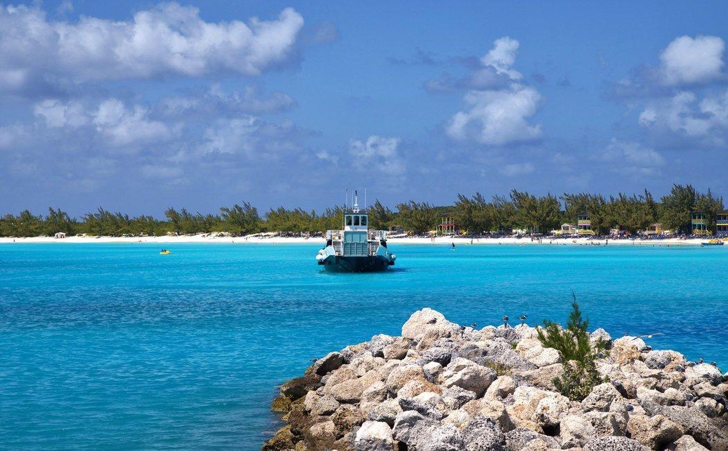 Así es San Salvador, la isla de Bahamas llena de secretos que descubrió Cristobal Colón