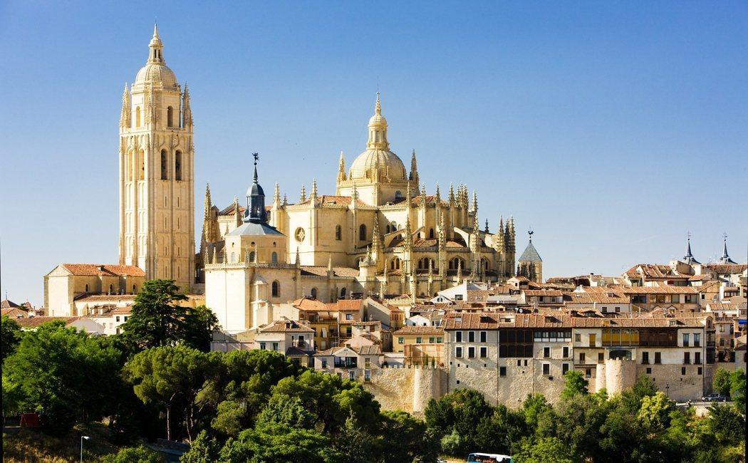 Historia, cultura y naturaleza en 10 grandes rutas turísticas para visitar lo mejor de Castilla y León