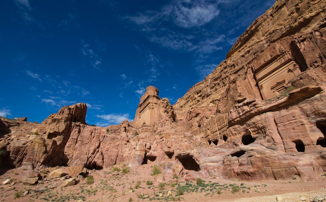Qué ver, qué hacer y cómo llegar a Petra, una maravilla del mundo en Jordania