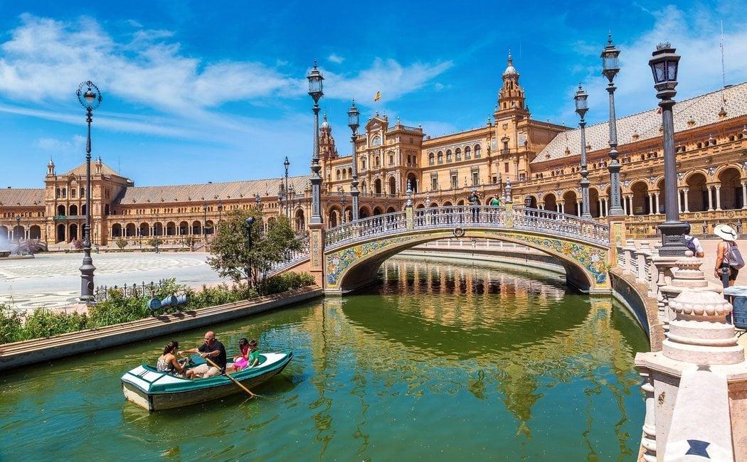 Destinos españoles que ningún seriéfilo debería perderse