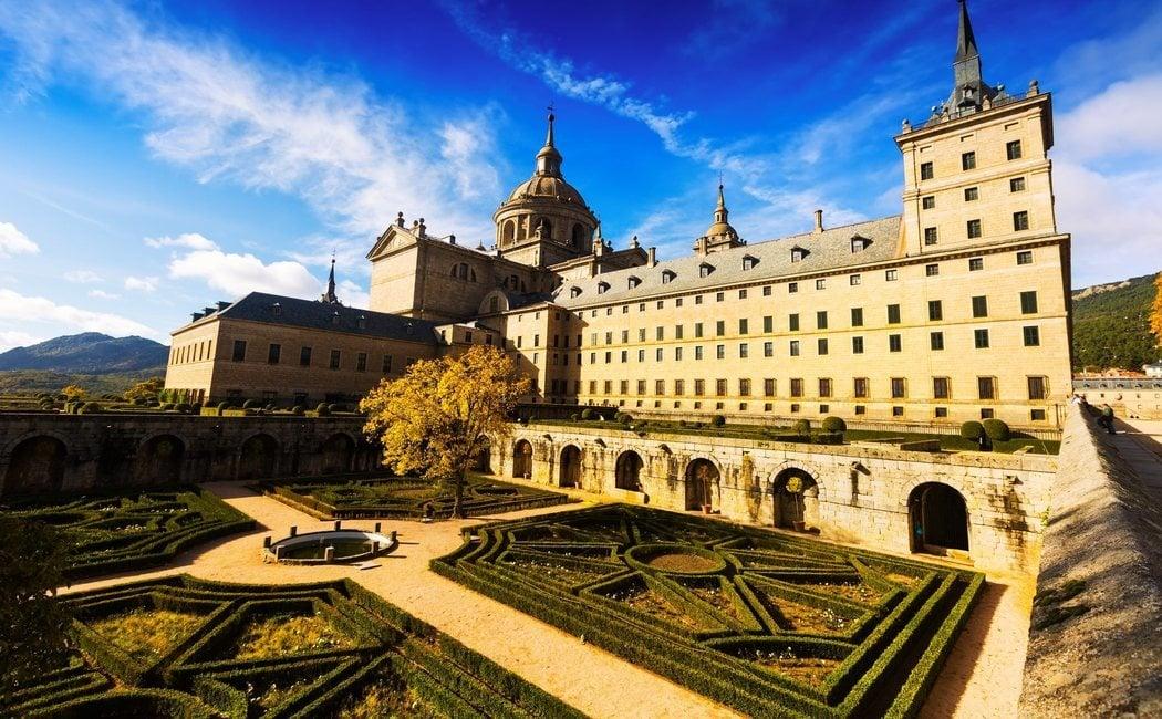 Qué ver en El Escorial: descubre el monasterio que se esconde en la sierra madrileña