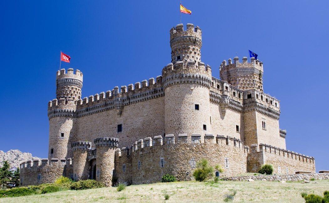 Castillo de Manzanares El Real: visitas, leyendas e historia