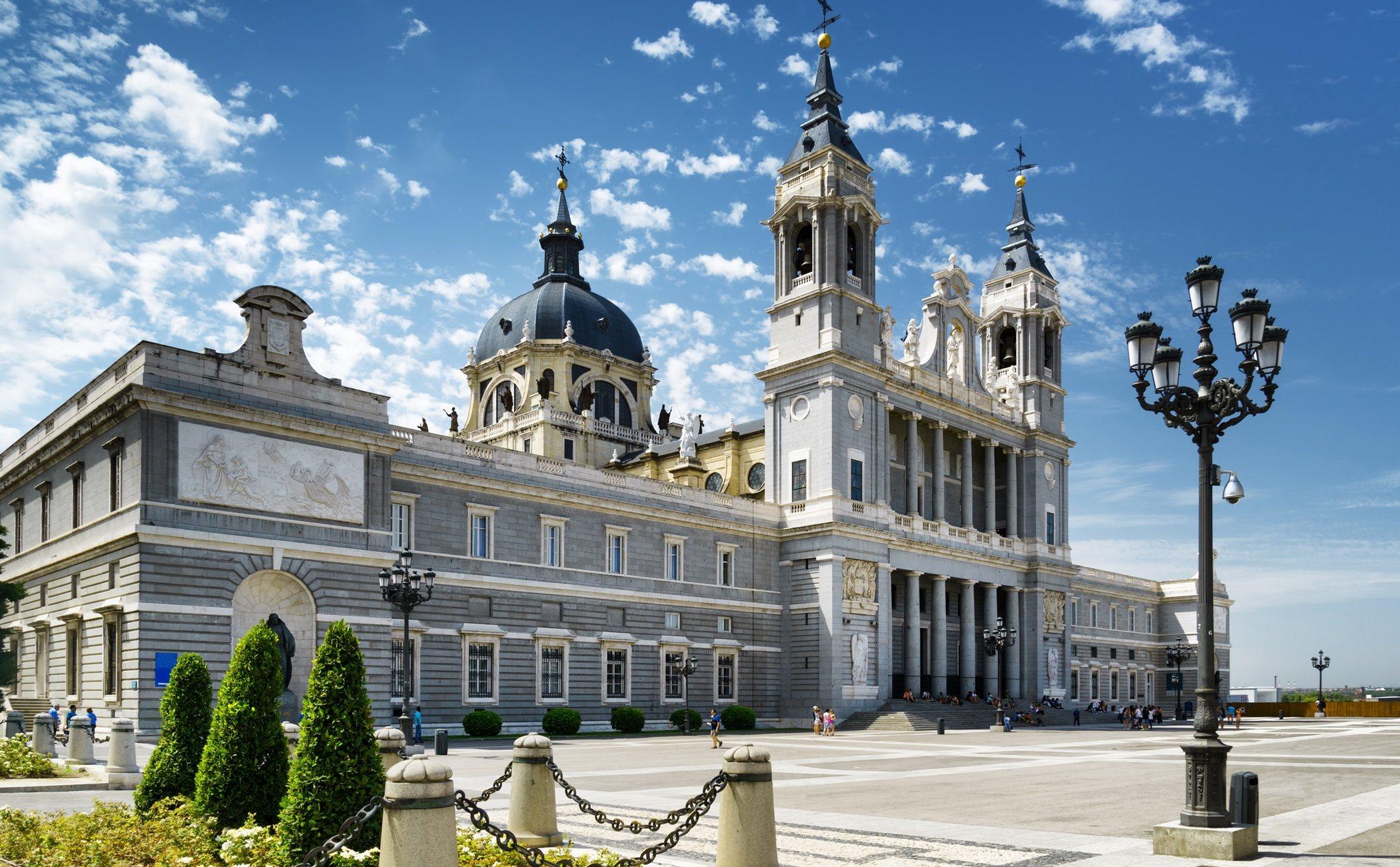 Todo Lo Que Tienes Que Saber De La Almudena La Catedral De Madrid Bekia Viajes