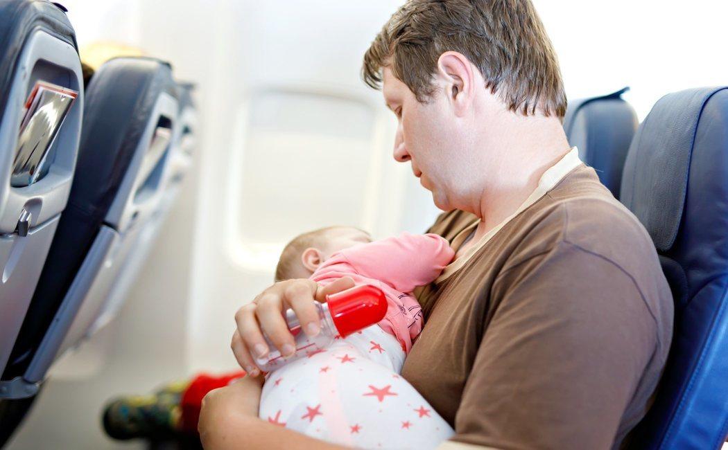 Cinco consejos para viajar con niños en avión