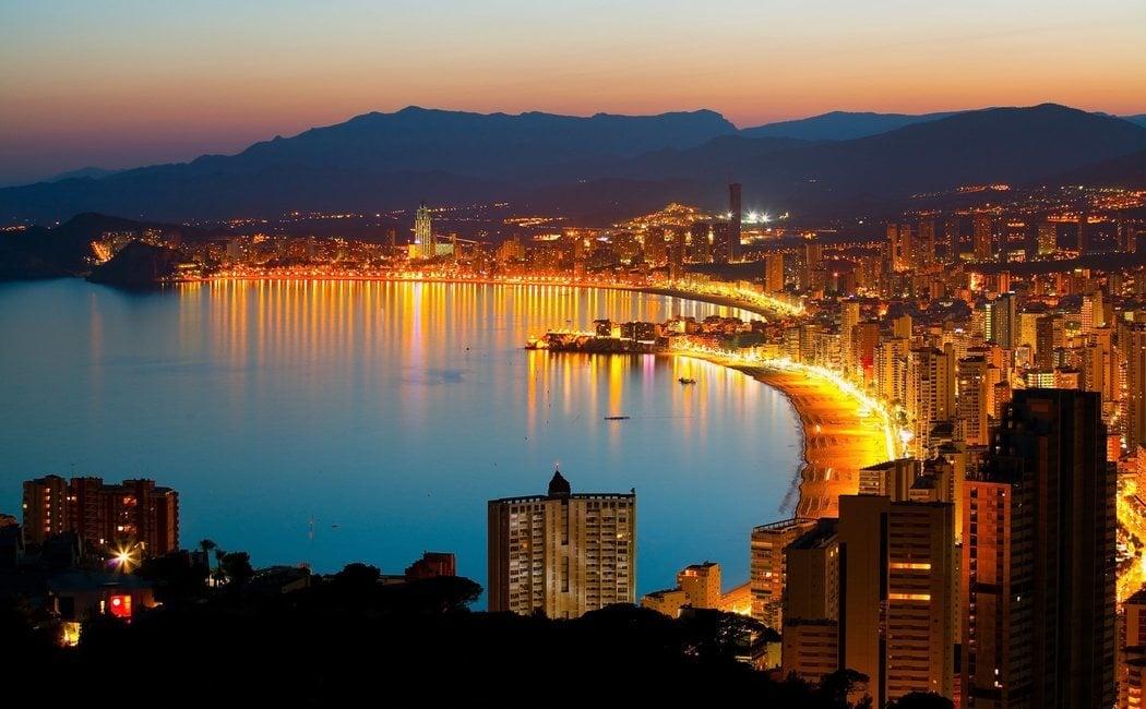 6 destinos de playa y fiesta de España