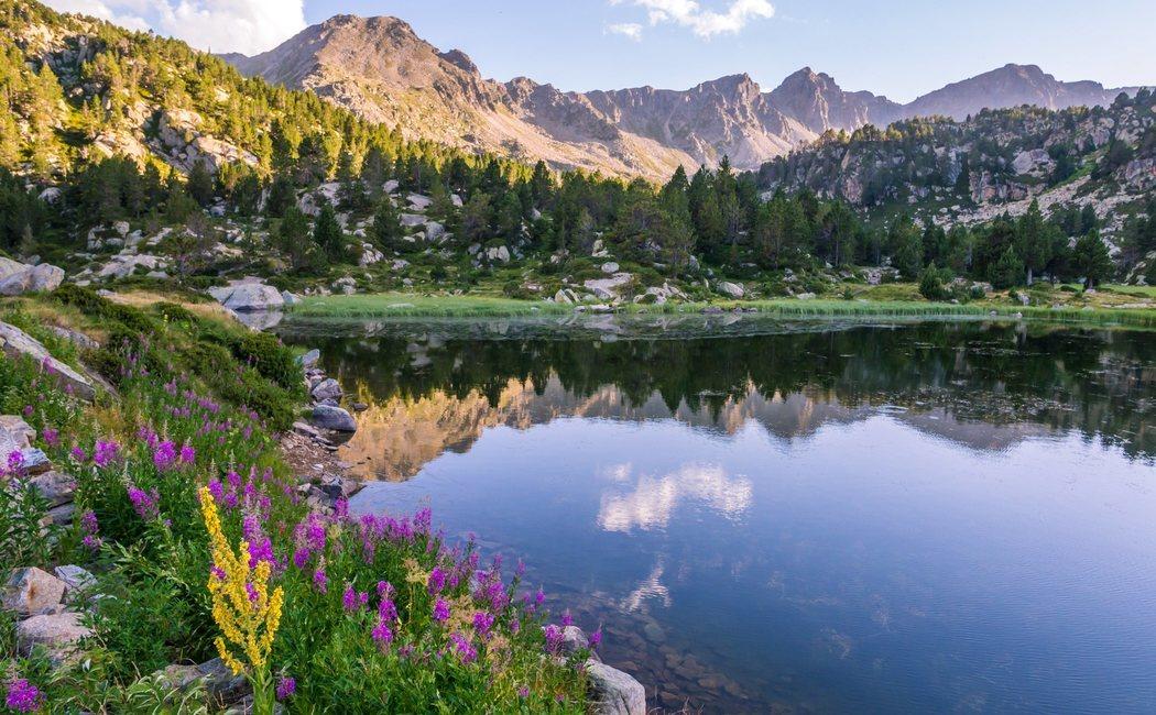 Qué ver en Andorra en verano: una ruta entre lagos, montañas sin nieve y arte románico