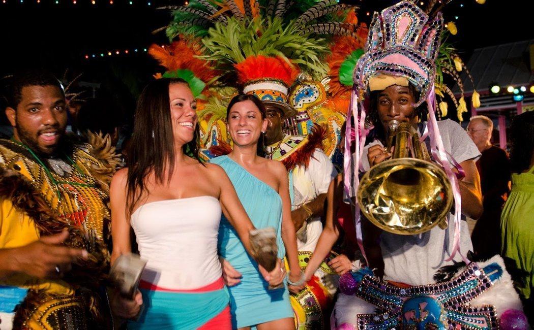 Conoce el Junkanoo Festival de Bahamas, el colorido carnaval que alegra Nassau