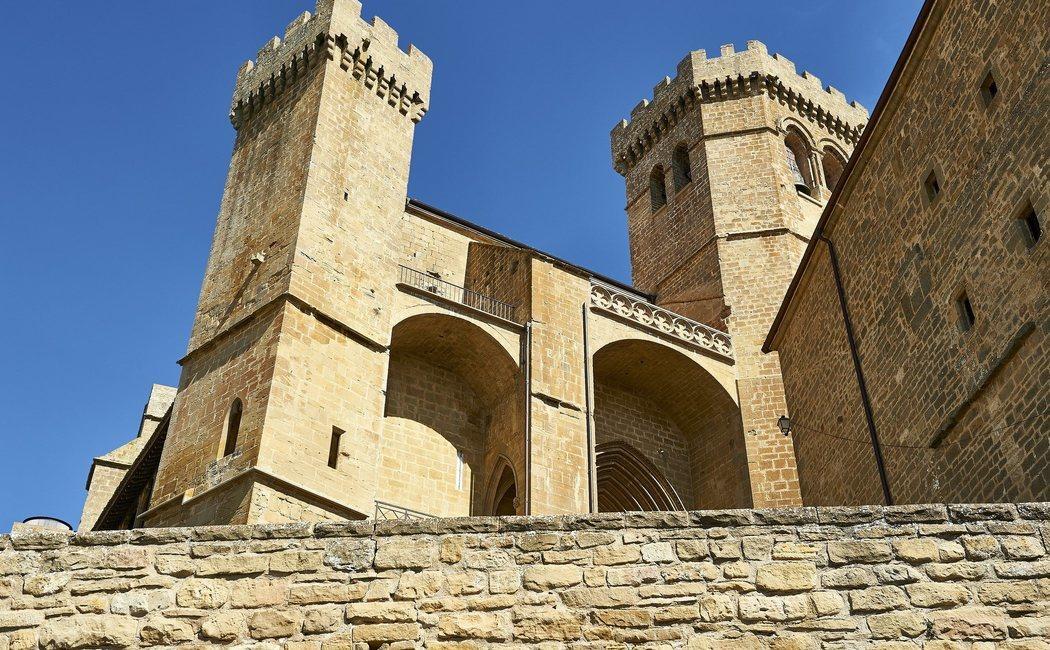 Ujué y otros pueblos de España con iglesias fortificadas