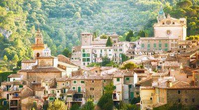 Descubre el encanto rústico de Mallorca en Valldemossa y su relación con Frédéric Chopin