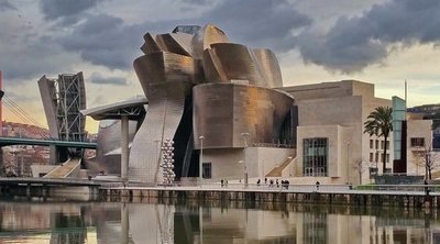 Una mañana en el Guggenheim de Bilbao, el museo que cambió la ciudad