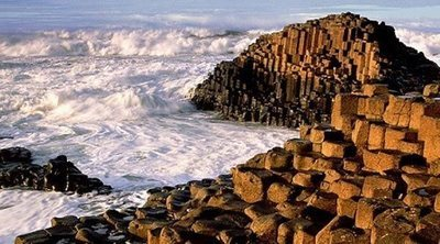 La ruta costera de la Calzada del Gigante: acantilados, leyendas y un sendero lleno de naturaleza en Irlanda del Norte