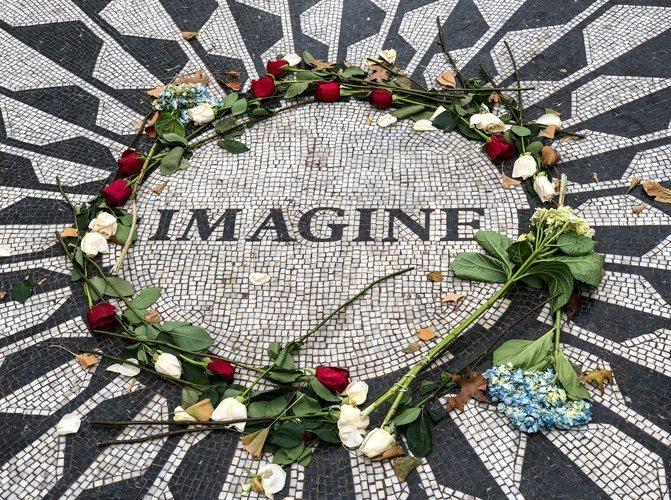 Monumento Imagine de recuerdo a John Lennon en Central Park en Nueva York