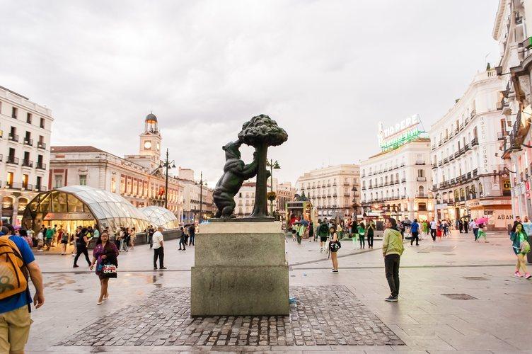 La estatua del Oso y el Madroño en la Puerta del Sol de Madrid