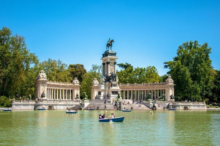 El estanque del Parque del Retiro de Madrid