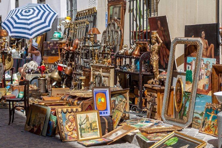 El mercado al aire libre de El Rastro de Madrid