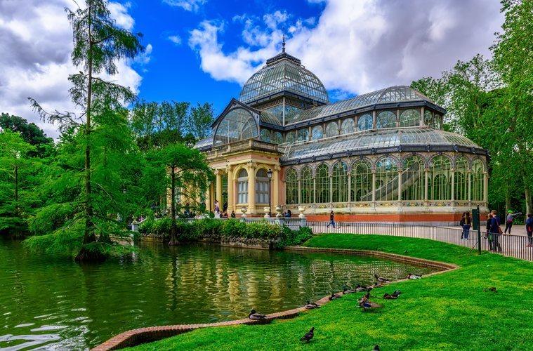 El Palacio de Cristal en el Parque del Retiro de Madrid