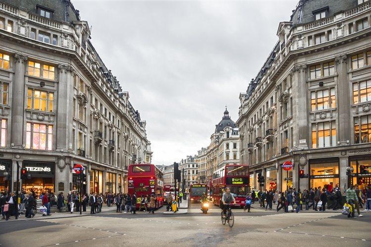 Oxford Circus y la comercial calle Regent de Londres.