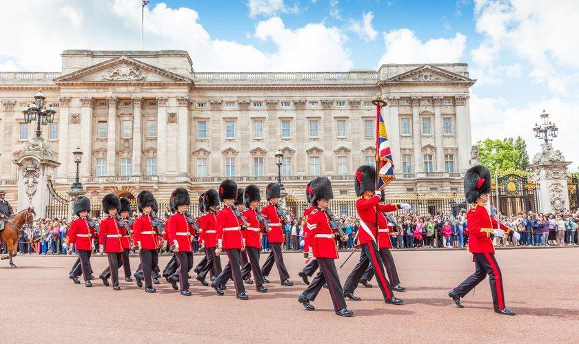 El Palacio de Buckinghma con el cambio de guardia de la Reina.