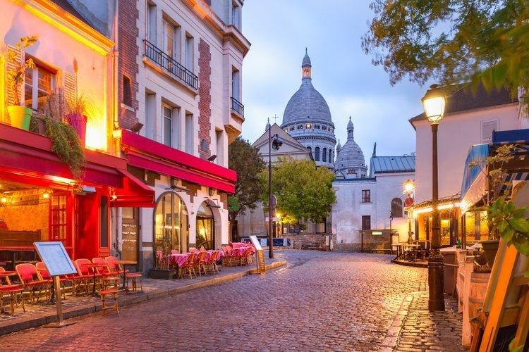 Plaza del Tertre en el pintoresco barrio de Montmartre en París