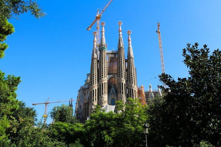 La Catedral de Barcelona, la Sagrada Familia de Gaudí.