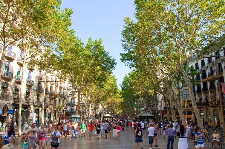 La Rambla de Barcelona, calle comercial de la capital condal.
