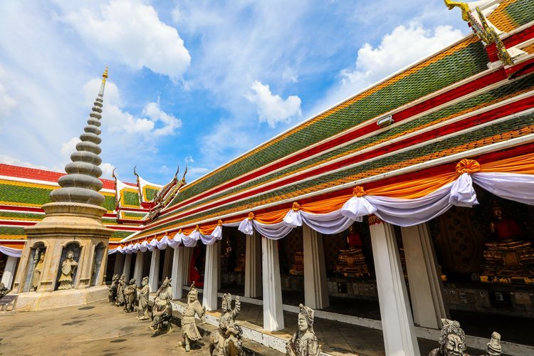 Edificios del complejo del templo de Wat Arun en Bangkok