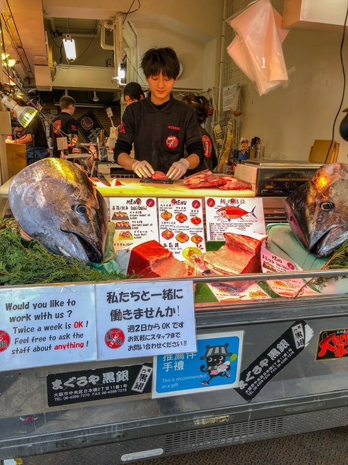 El mercado de Tsukiji se ha convertido en un imán de turistas a la hora de probar sushi.