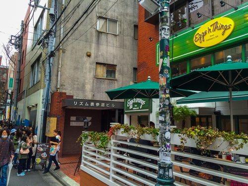 Largas colas para comer en el restaurante de moda, otra de las típicas estampas de la calle Takeshita y sus alrededores.